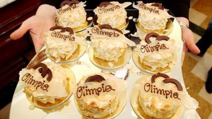 La torta Olimpia celebra il decennale delle olimpiadi invernali