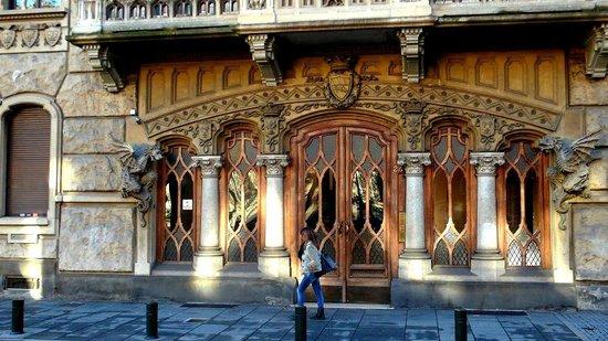 La Casa dei Draghi: un misterioso edificio di Torino