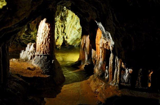 Grotta dei Dossi di Villanova Mondovì: il labirinto colorato d'Italia