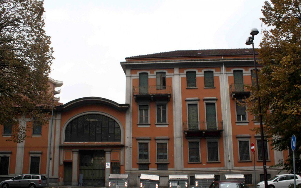 hot sale online 4ea25 520be Degrado all'ex fabbrica Superga: lo storico stabilimento di ...