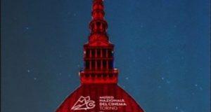 La Mole Antonelliana si illumina di rosso per i 10 milioni di visitatori al Museo del Cinema