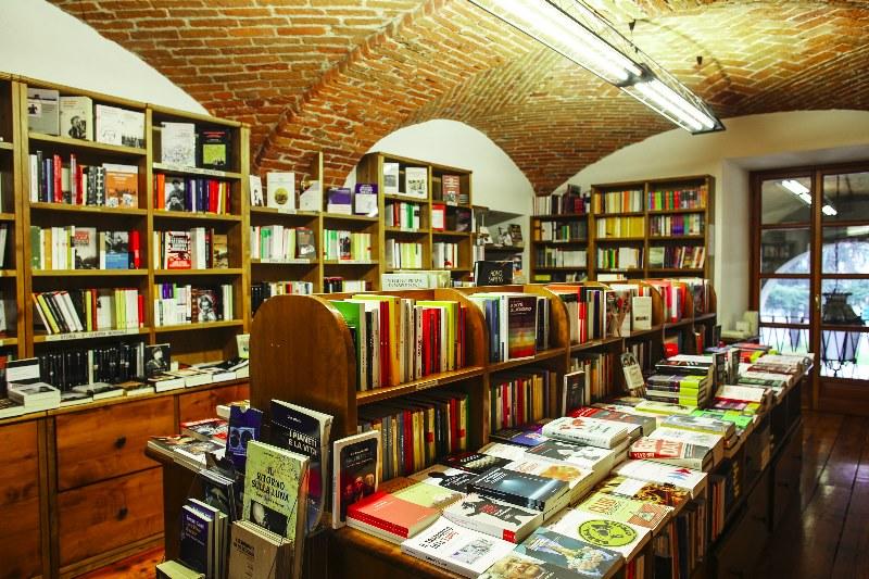 Amazon, Torino sesta nella classifica degli acquisti di libri: librerie in crisi