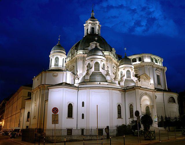 Consolatrix et patrona, a Torino semplicemente la chiesa Consolata.