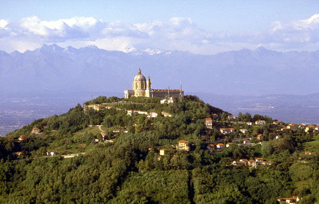 """Torino La Basilica di Superga: una chiesa """"sopra le nuvole"""""""