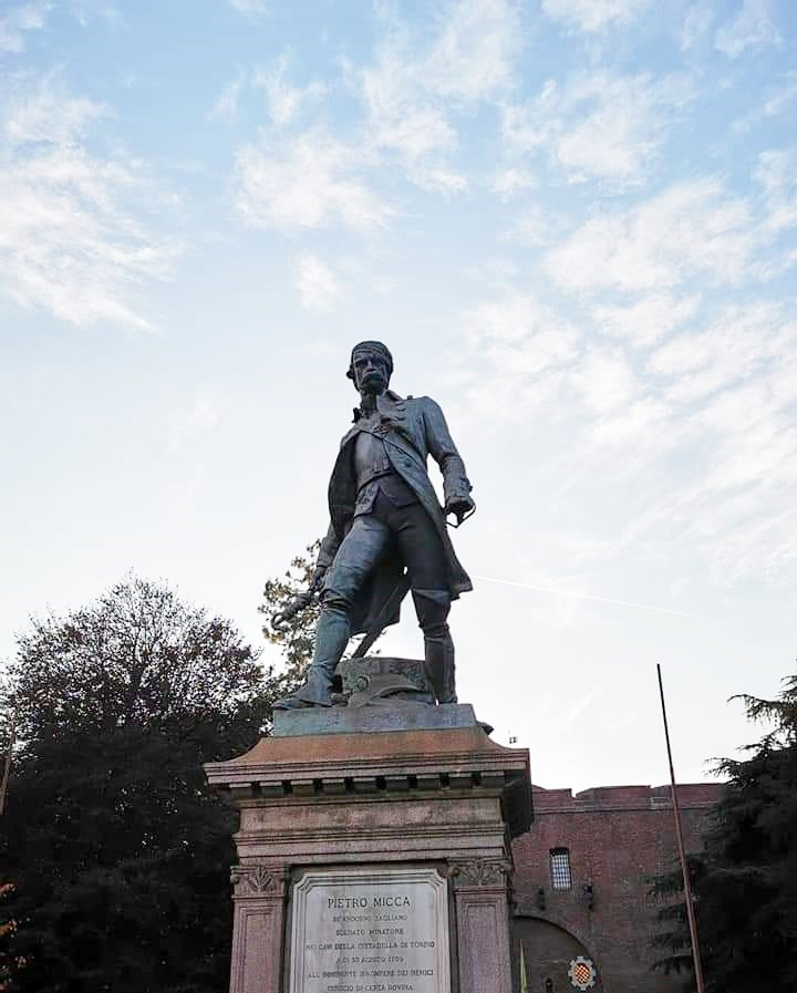 Statua Pietro Micca davanti Cittadella di Torino