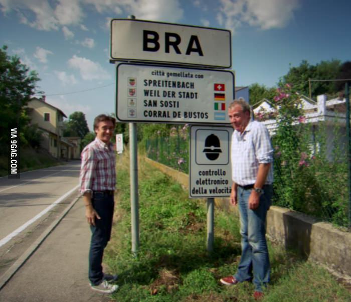 Top Gear a Bra, (Torino) la foto diventa virale