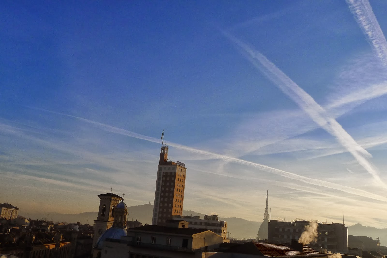 Photo of Scie chimiche: quando il cielo fa paura