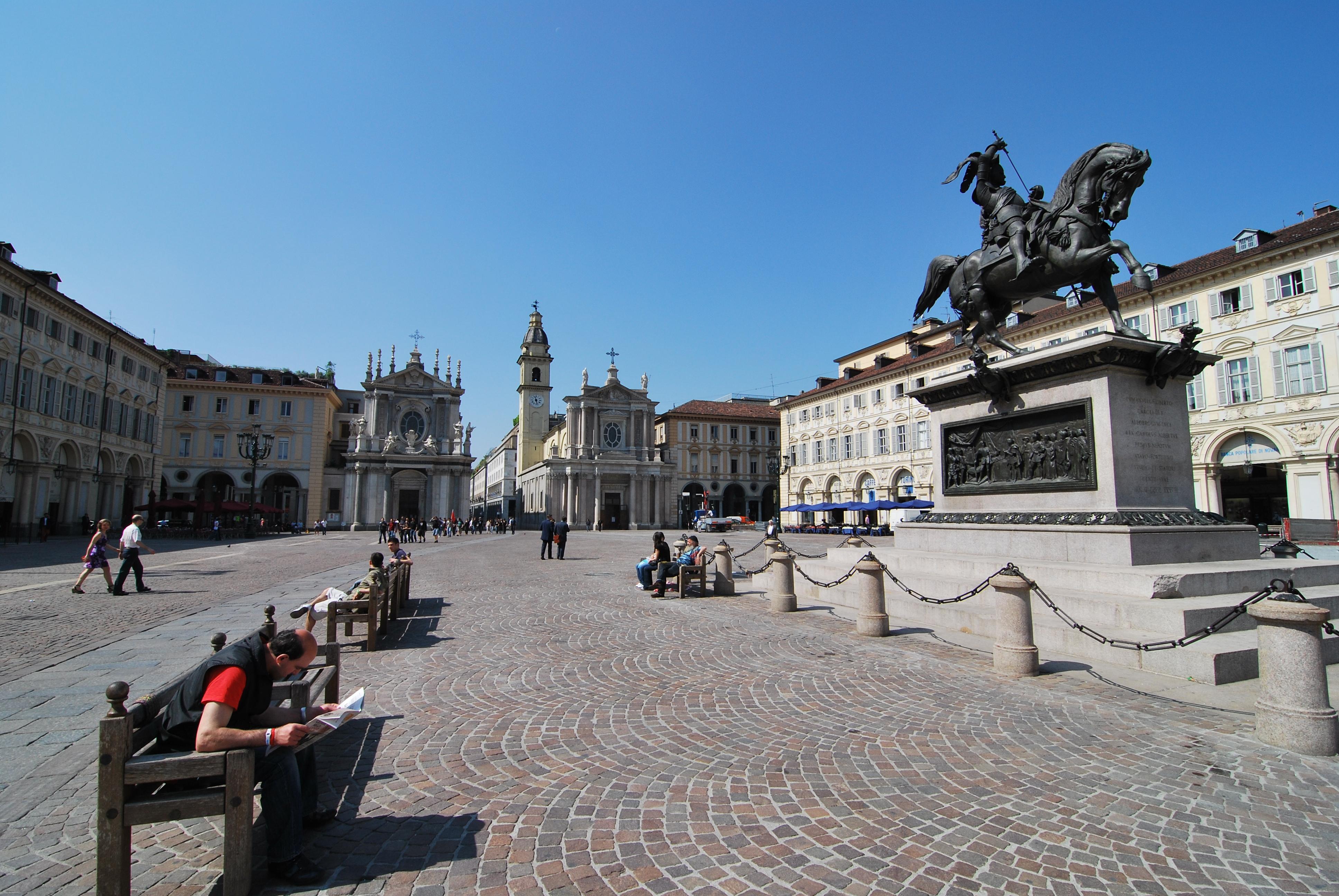 Piazza San Carlo: da secoli crocevia della storia di Torino