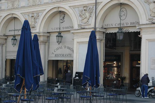 Photo of Torino, sono sempre di più i negozi storici che se ne vanno