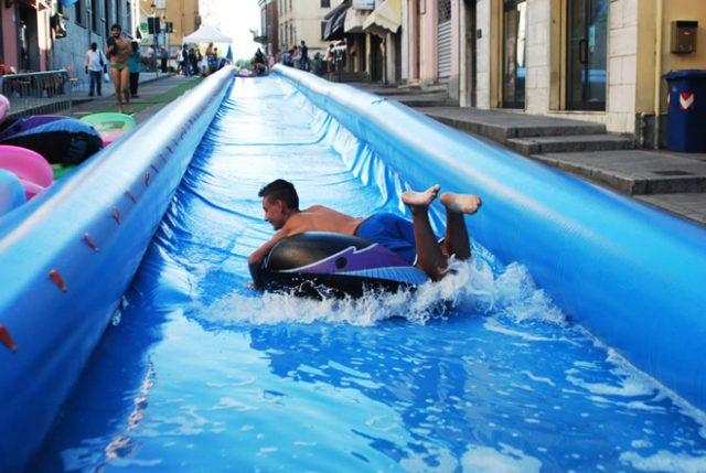 A Bardonecchia lo scivolo gonfiabile ad acqua più lungo d'Italia