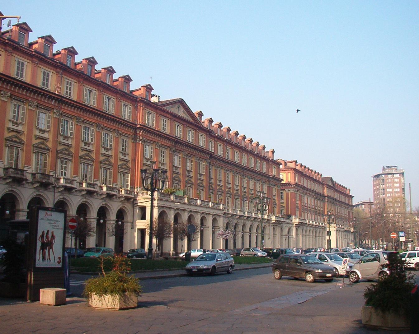 Piazza Statuto, la porta dell'inferno si trova qui, nel cuore di Torino?