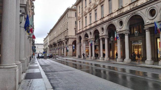 Via Roma a Torino sotto la pioggia