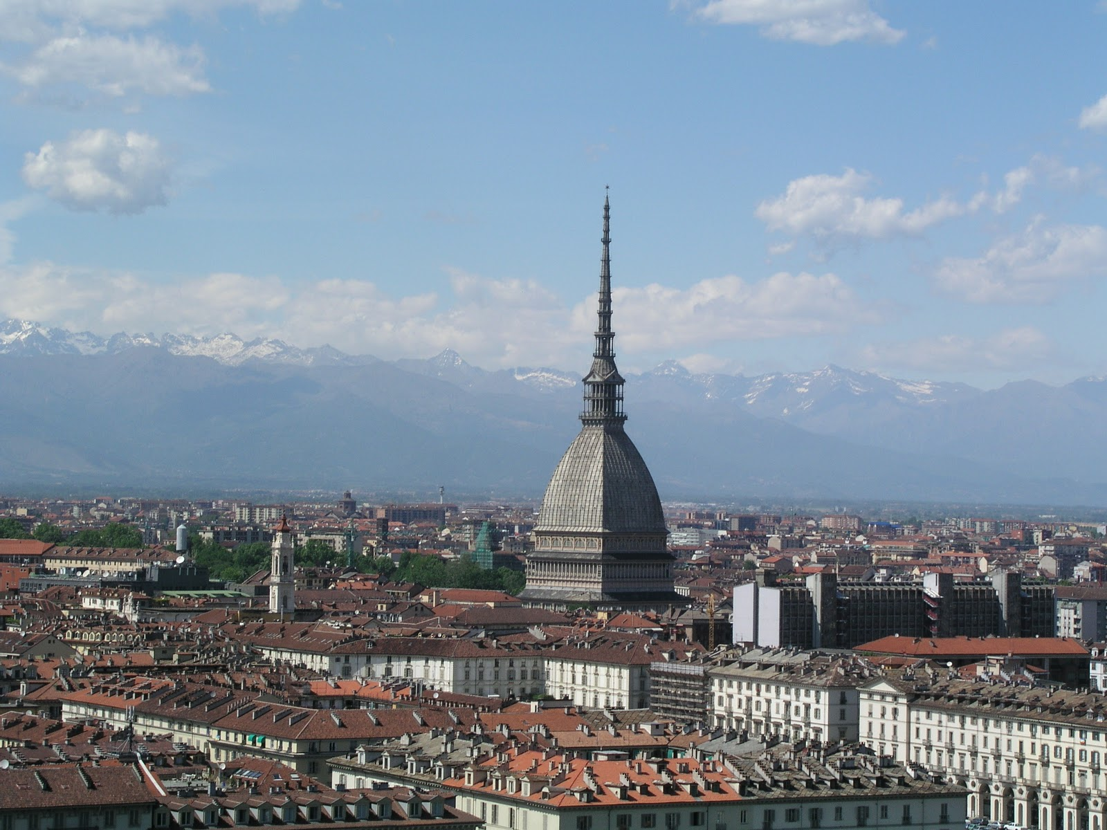 Photo of Turismo, a Torino il 90% delle camere d'albergo sarà occupato per le vacanze Pasqua