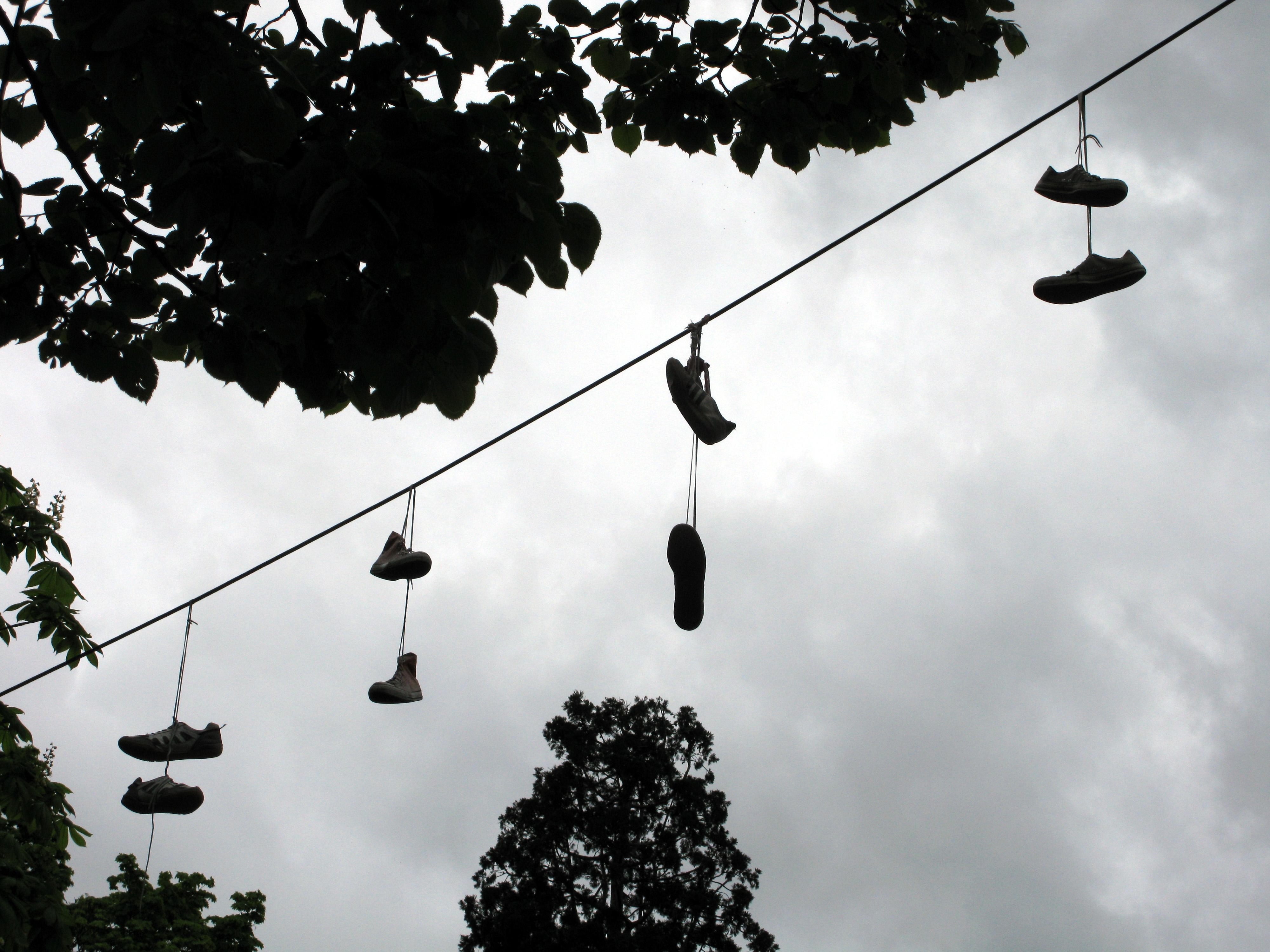 lancio scarpe sui fili