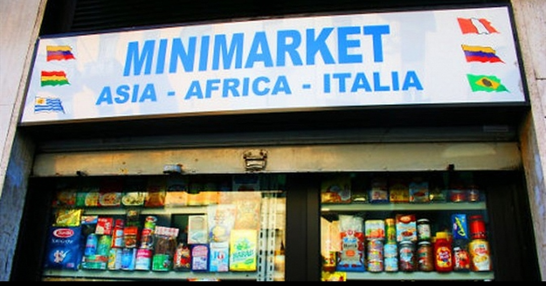 Minimarket stranieri, a Torino il centro si popola di negozi ...