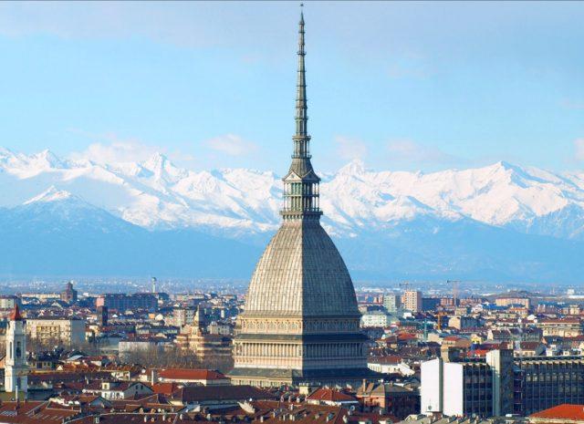 Meteo, a Torino addio clima primaverile: arriva il freddo, temperature in calo sotto lo zero