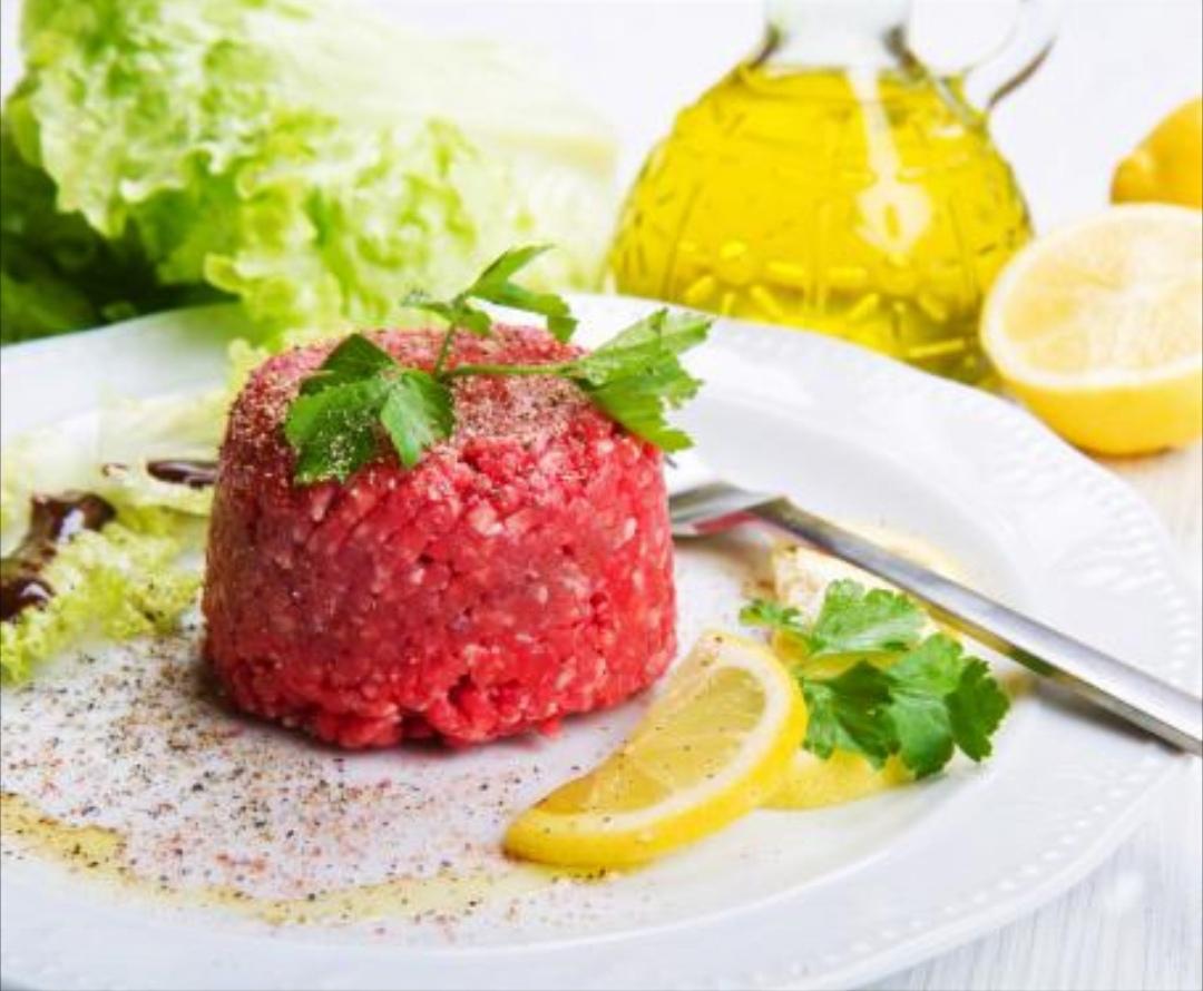 La battuta di Fassona, uno degli antipasti tipici della cucina piemontese