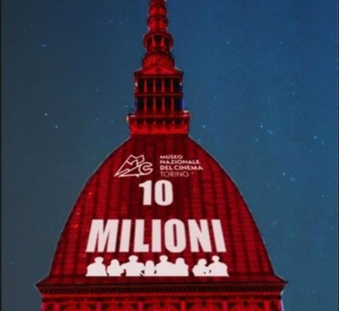 Photo of La Mole Antonelliana si illumina di rosso per i 10 milioni di visitatori al Museo del Cinema