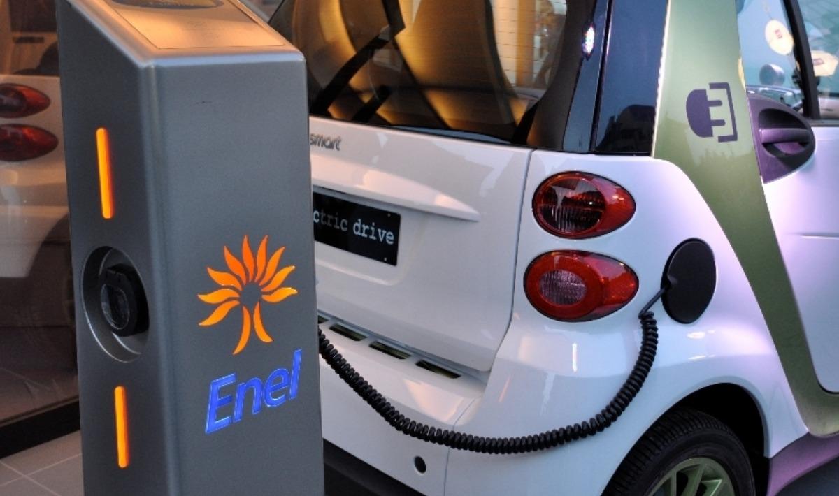 Photo of Mobilità elettrica, FCA firma un accordo con Enel ed Engie per nuove colonnine di ricarica