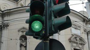 Arrivano a Torino i semafori intelligenti che aiutano ciechi e ipovedenti ad attraversare la strada