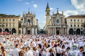 Torna la Cena in Bianco 2019 a Torino: presto si apriranno le iscrizioni per partecipare