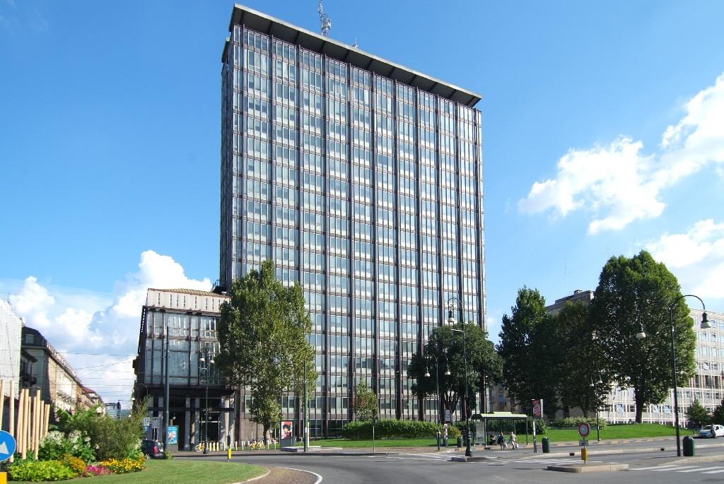 Torino, l'ex grattacielo della Rai diventerà un hotel: anche Marriott e Hilton in gara per l'acquisto
