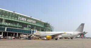 Aeroporto di Torino, Sagat investe 50 milioni per il rilancio, ma l'emorragia di passeggeri continua