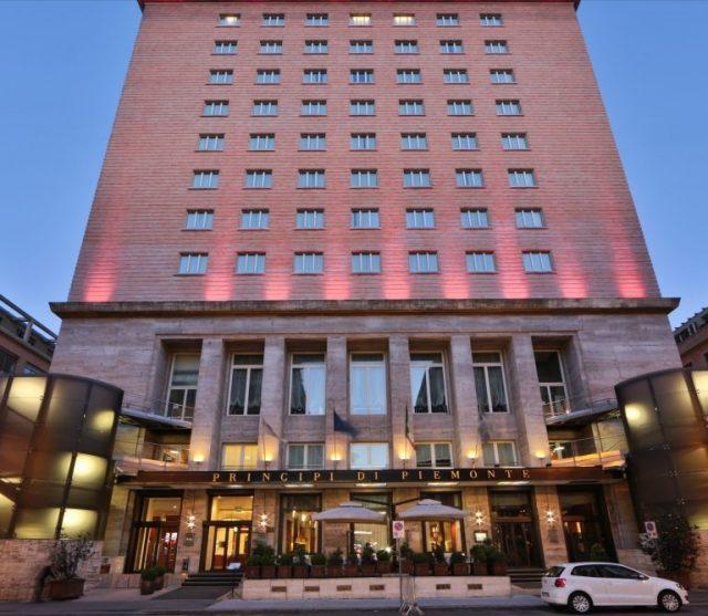 Torino, riapre l'Hotel Principi di Piemonte: svelata la facciata dell'albergo del centro
