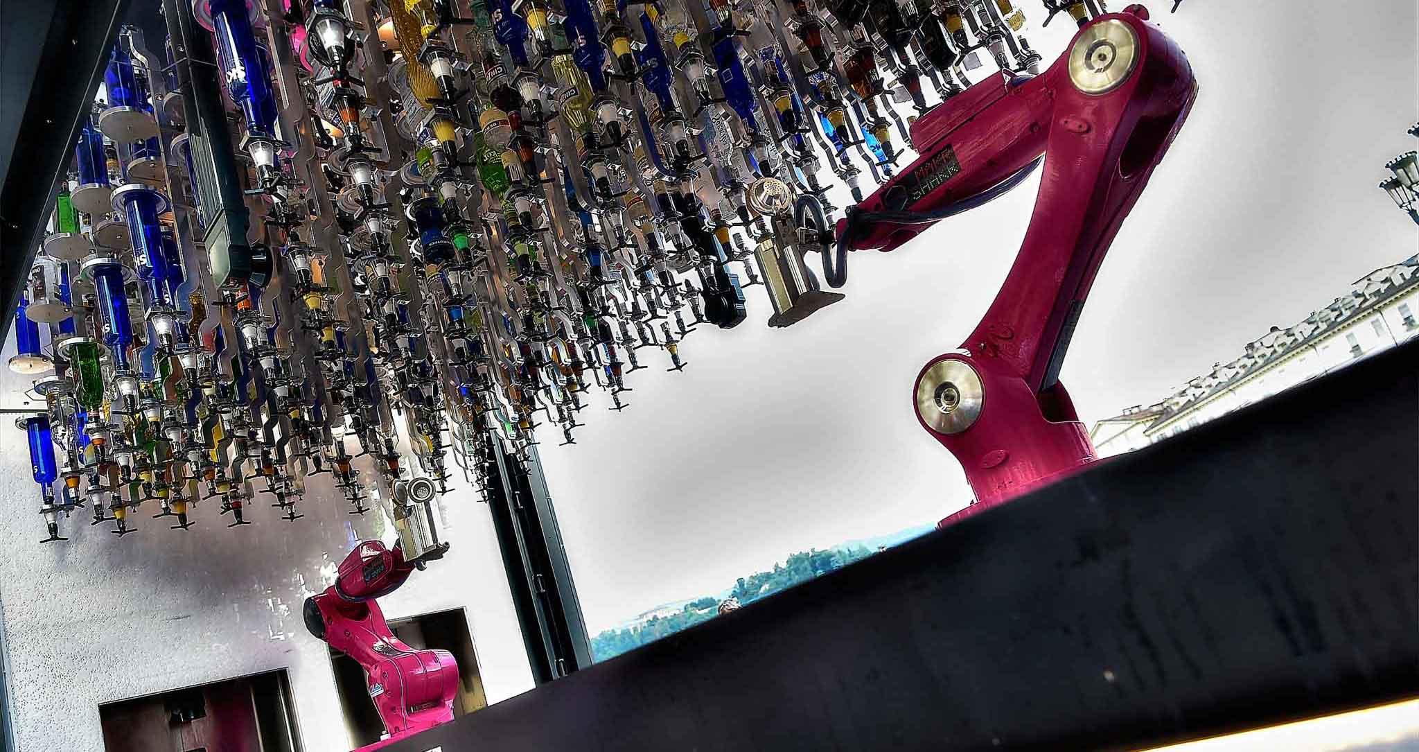 RoboTo, il primo bar robotico del mondo, lascia Torino e si trasferisce a Milano
