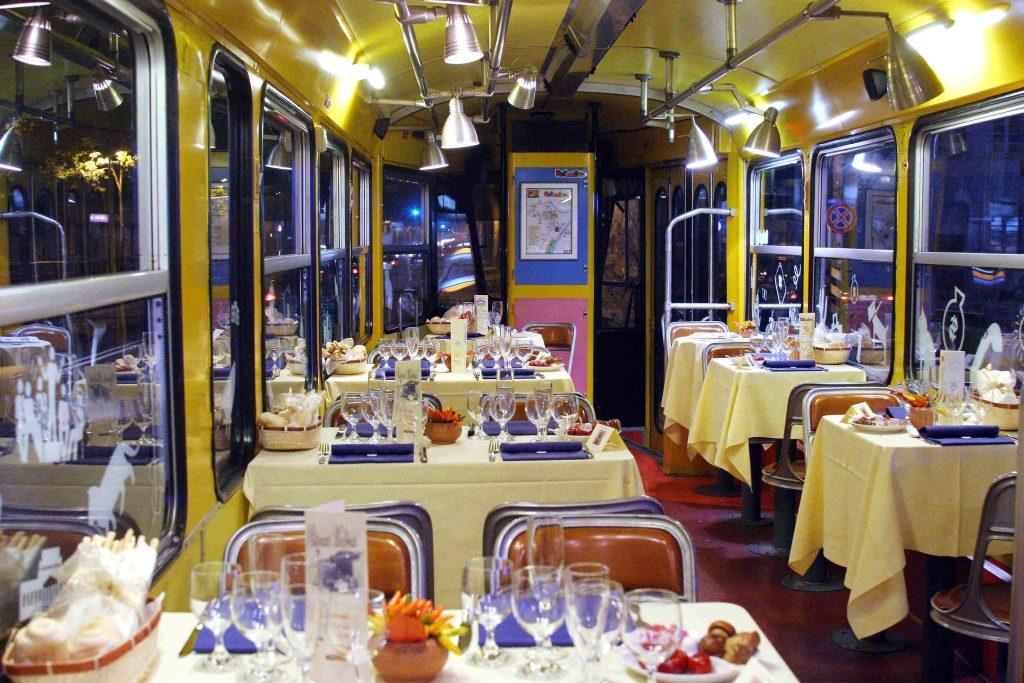 Mangiare a Torino... sul tram? Si può con il Ristotram di Torino