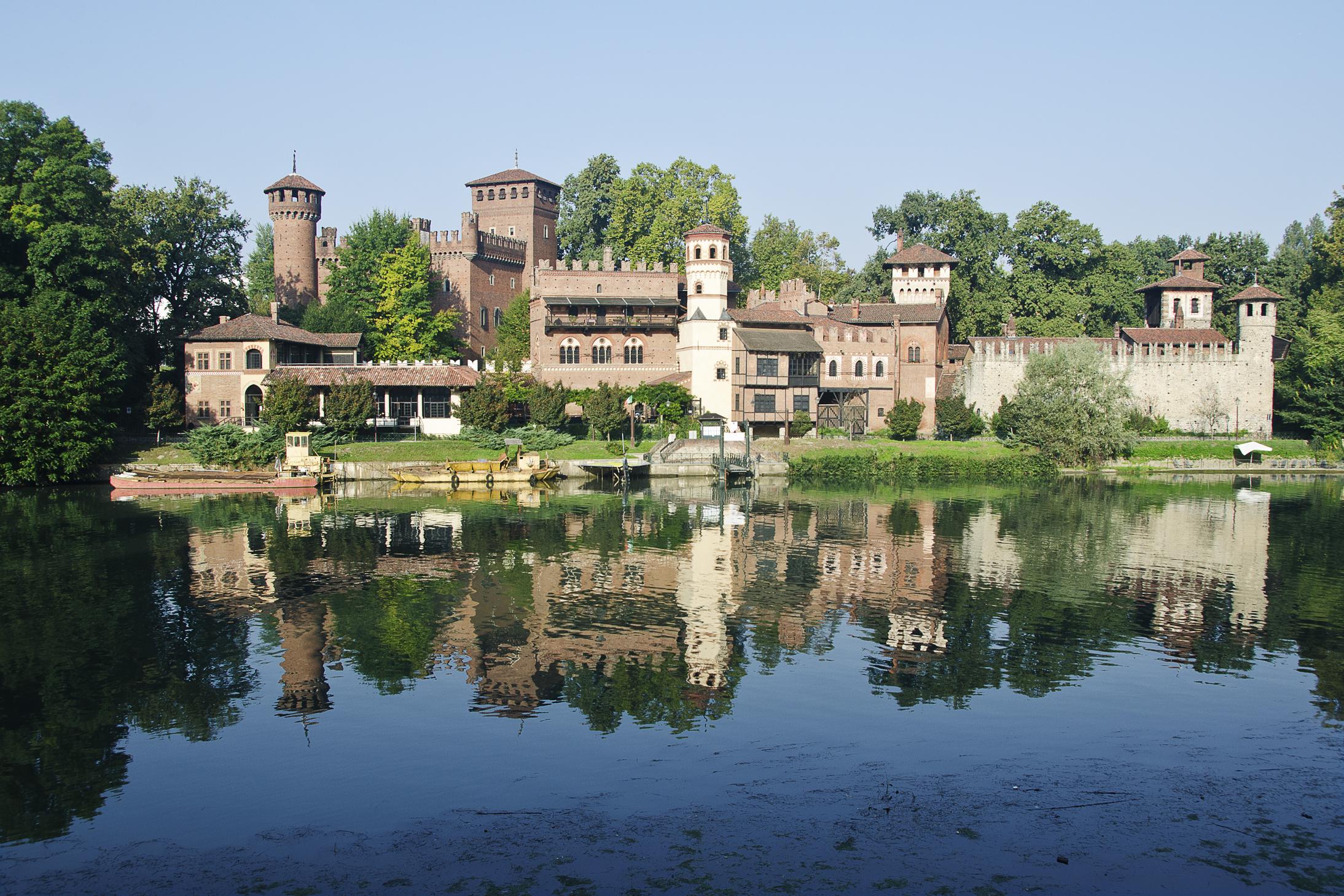 Photo of Erba alta al Borgo Medievale: nascosto dalle piante il gioiello del Valentino