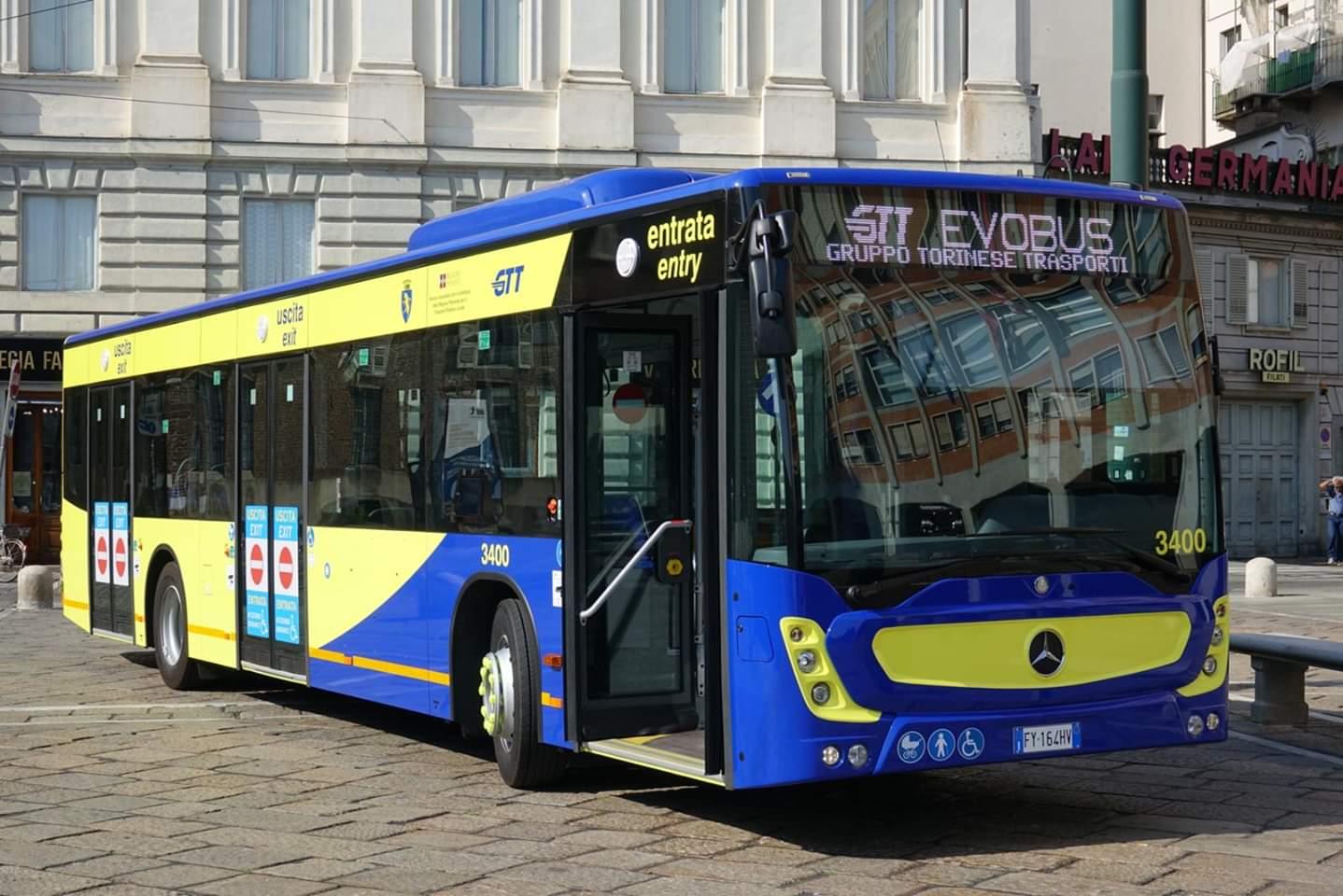 Photo of Gtt, a Torino presentati i nuovi bus gialli e blu: entro il prossimo anno arriveranno i tram
