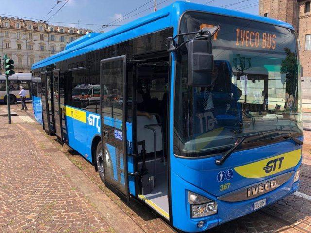 Gtt, a Torino presentati i nuovi 41 bus Iveco Crossway: serviranno le linee extraurbane