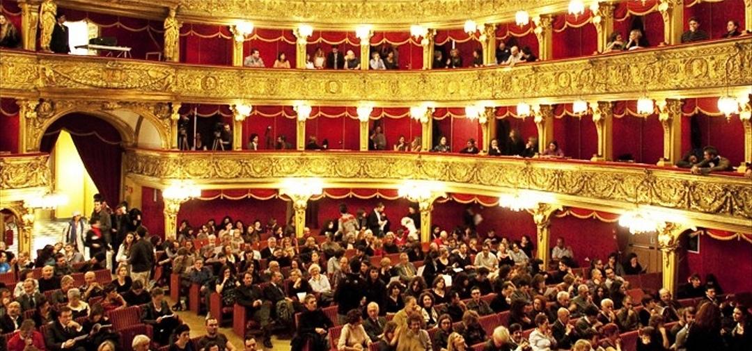 Nasce il biglietto sospeso in teatro a Torino: mille abbonamenti in regalo allo Stabile
