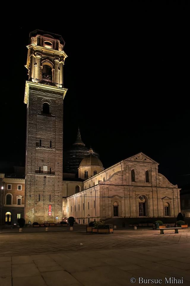 Fuori rinascimentale dentro barocco: due stili che si incrociano Il Duomo di Torino può essere considerato una fusione di Rinascimento e Barocco.