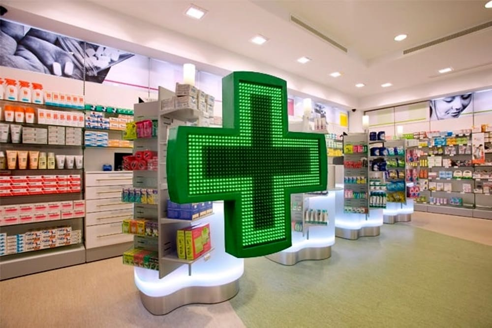 Le farmacie di Torino potranno rilasciare i certificati dell'anagrafe: addio code agli uffici comunali