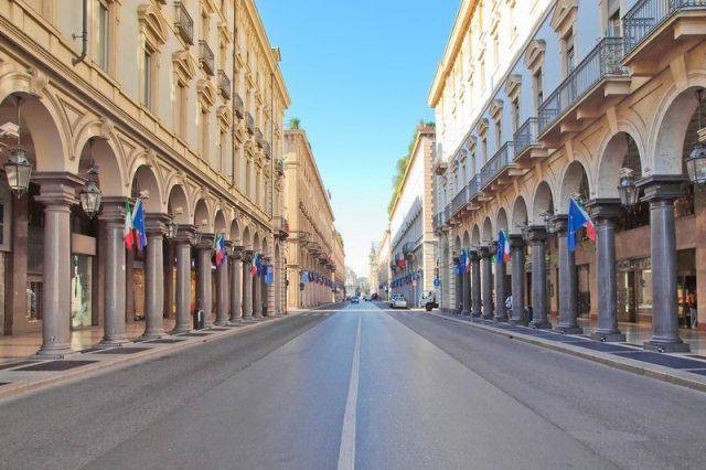 Negozi chiusi a Torino per il ponte di Ferragosto: la città si ferma, il centro resiste