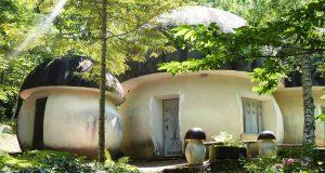 Il Villaggio dei Puffi, il borgo dei buffi folletti blu a poco meno di due ore da Torino