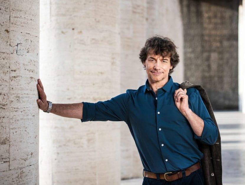 Photo of L'Università del Piemonte Orientale conferirà ad Alberto Angela la laurea honoris causa