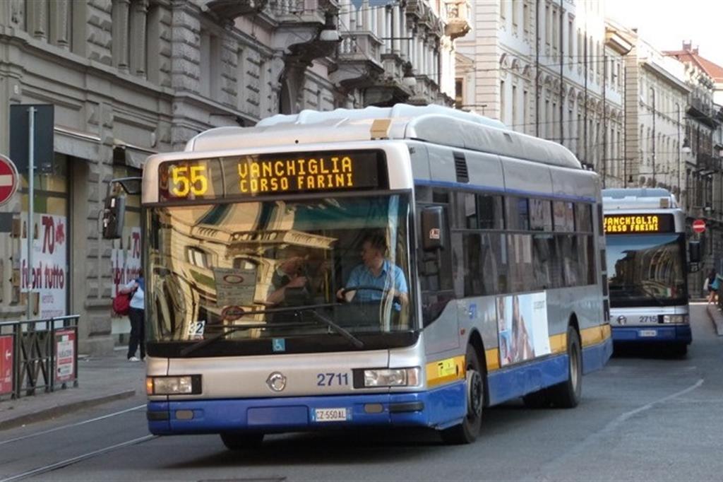 Gtt, a Torino più corsie riservate ai tram: spazio in meno per le auto private