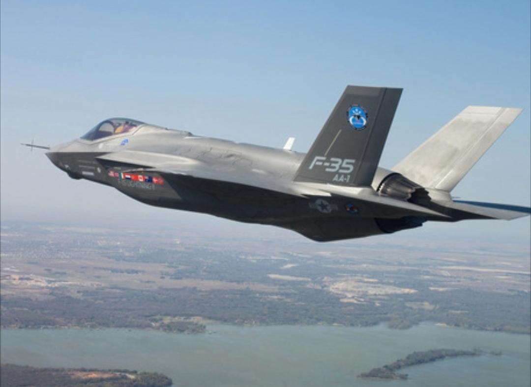 Aerei militari voleranno su Torino: due caccia F35 in volo nel cielo torinese