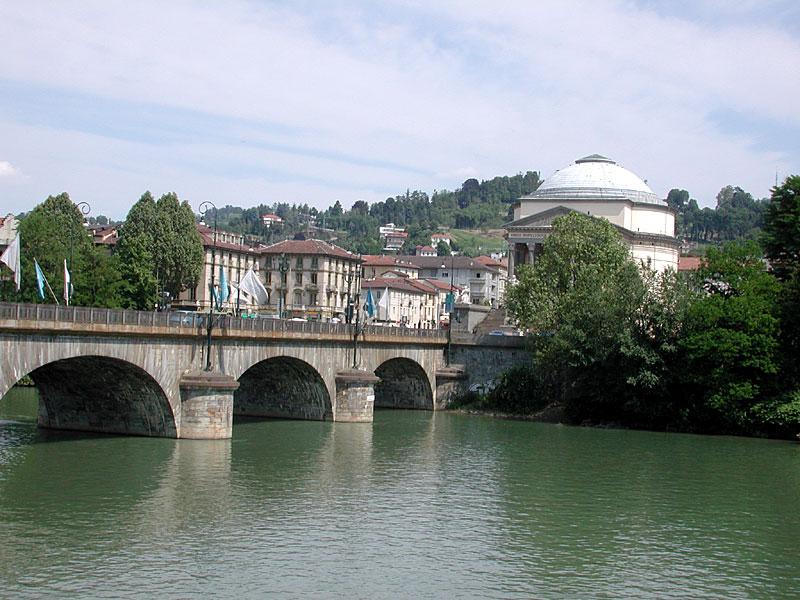 Photo of A Torino il Po ripulito dai rifiuti e dalla plastica: in acqua reti galleggianti per liberare il fiume