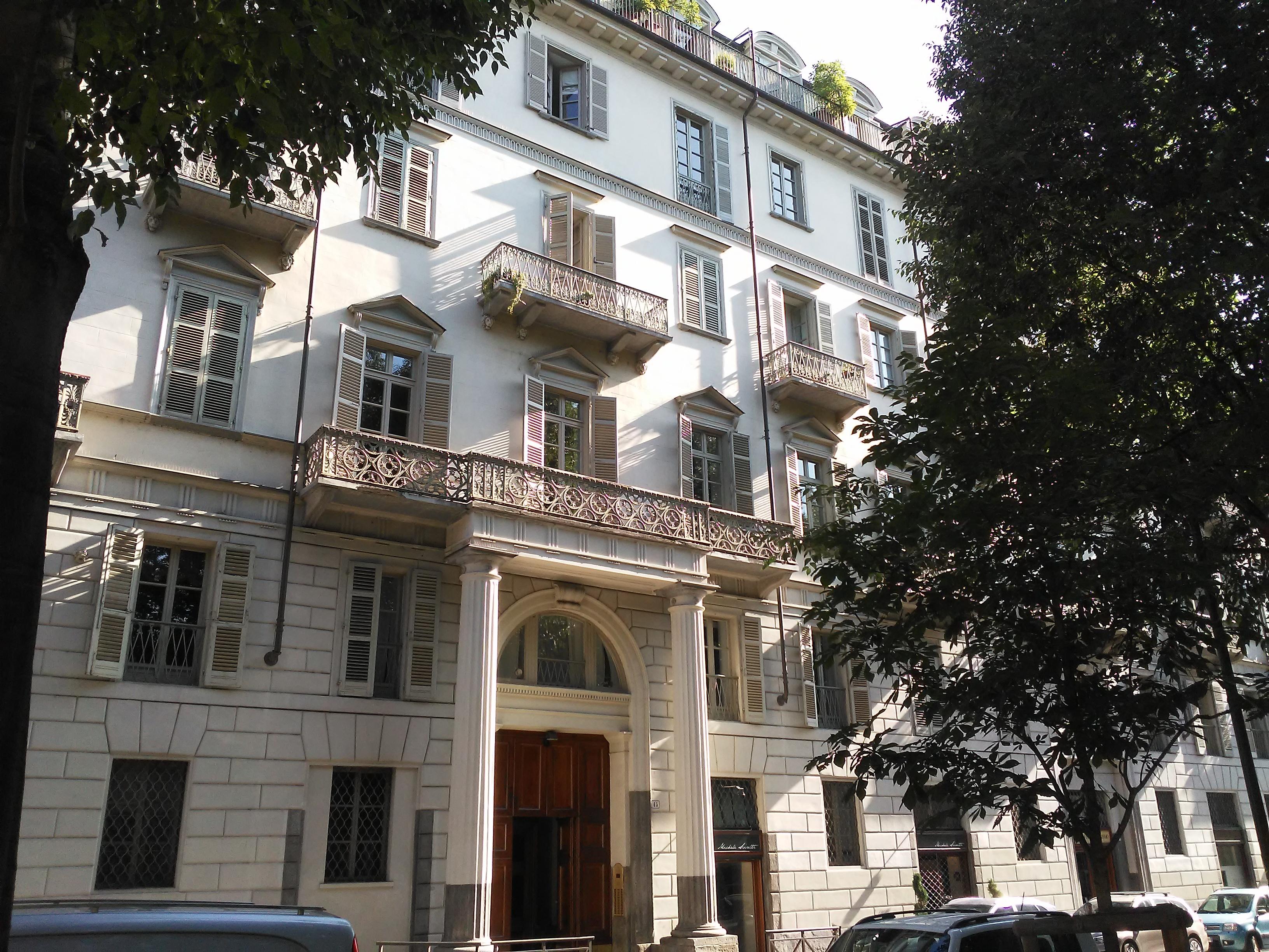 Il palazzo dell'Antonelli in piazzetta Maria Teresa: casa Ponzio Vaglia, un gioiello di cui ci parla la nostra House Hunter Laura Polesinanti