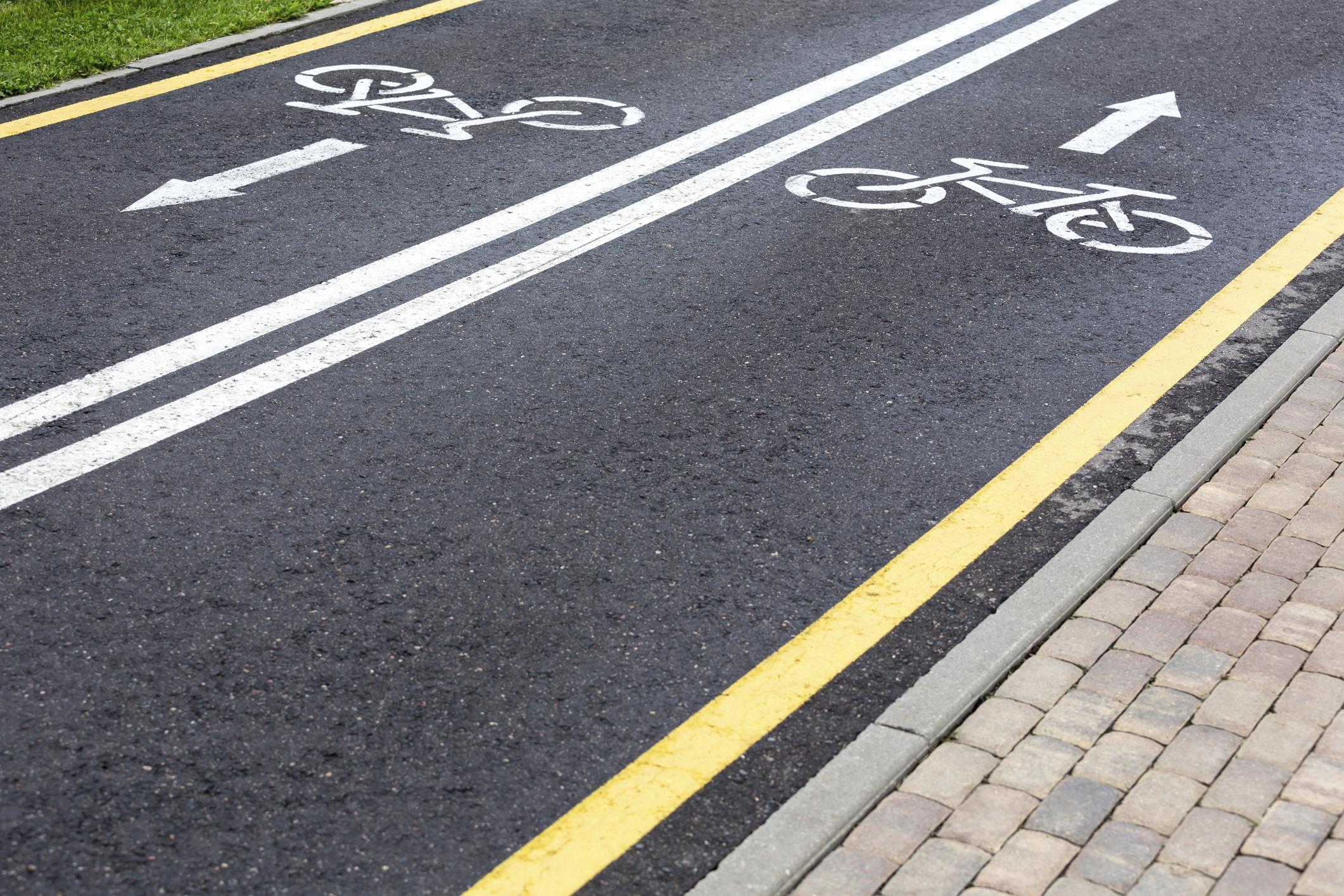 Le piste ciclabili a Torino funzionano: migliaia di passaggi, record in corso Francia