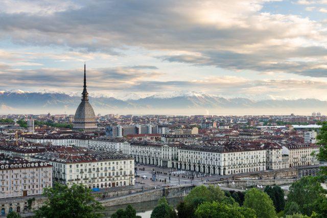 Meteo, a Torino primo assaggio d'autunno: temperature in picchiata
