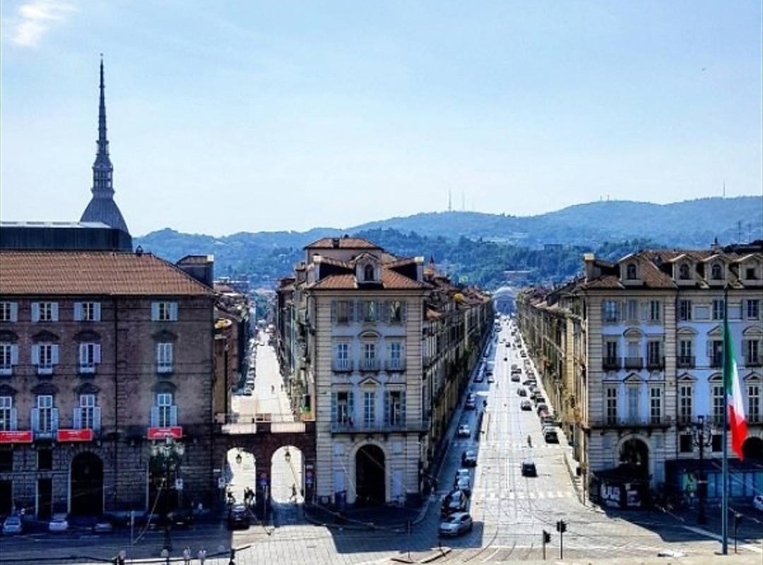 Meteo, a Torino il clima ricorda ancora la stagione estiva: le temperature non scendono sotto i 25 gradi e il sole continua a splendere in città