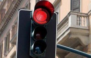 Pronti a Torino i semafori Vista Red: comparsi i cartelli segnalatori