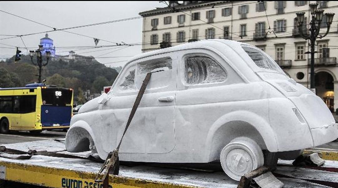 In giro per Torino una Fiat 500 di marmo: l'avete vista? - Mole24