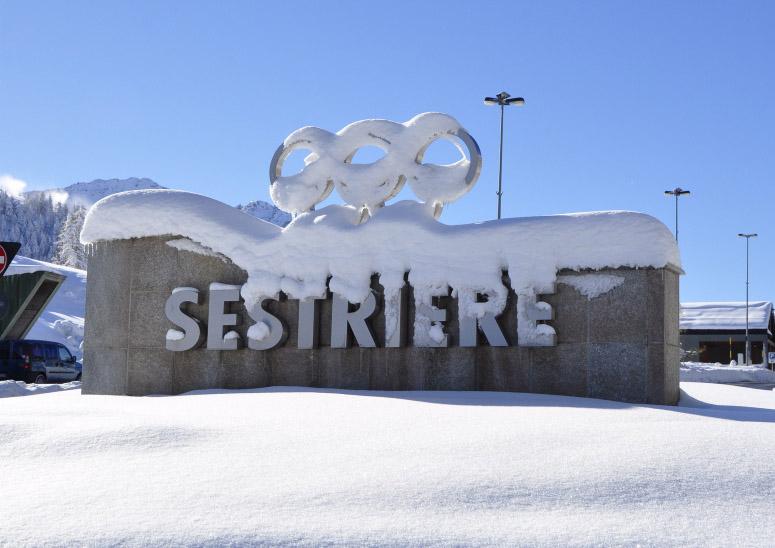 Photo of Oltre un metro di neve a Sestriere: si apre in anticipo la stagione sciistica