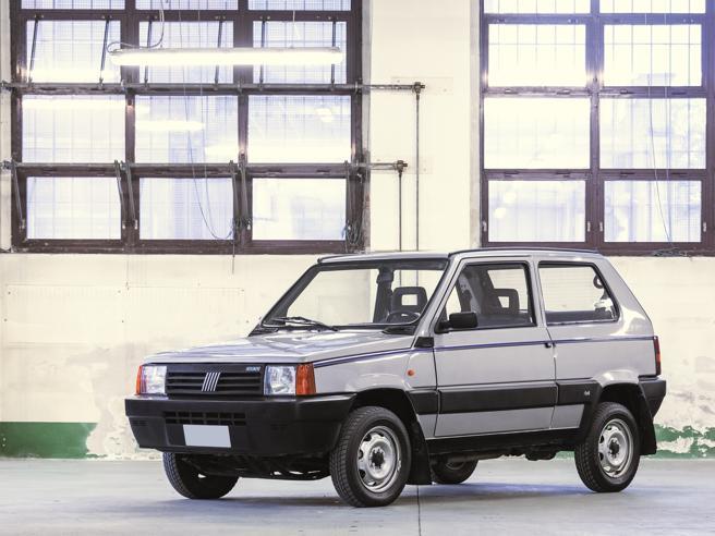 La Panda di Gianni Agnelli finisce all'asta: la splendida vettura dell'Avvocato sarà acquistabile